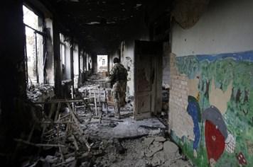 Ukraina cáo buộc Putin vẫn điều quân và vũ khí đến đông Ukraina