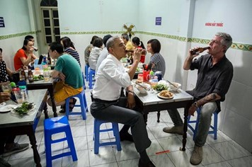 Nhà Trắng chia sẻ video hậu trường ông Obama thăm Việt Nam