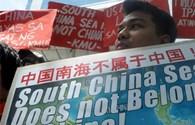 Trung Quốc không cho Philippines cắm cờ trên bãi cạn Scarborough