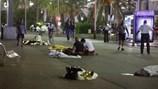 Hiện trường thương tâm vụ tấn công đâm xe kinh hoàng ở Nice