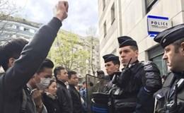 Đụng độ ở Paris sau khi một người Trung Quốc bị cảnh sát bắn chết