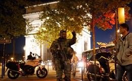 Pháp rúng động vì IS tấn công khủng bố đại lộ Champs Elysées