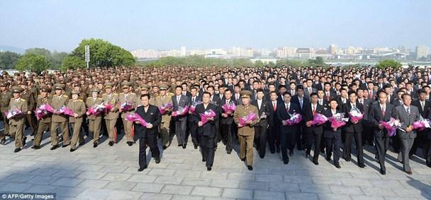 Các chuyên gia tên lửa Triều Tiên được đón tiếp trọng thị ở Bình Nhưỡng. (Ảnh: AFP)