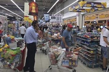 Người Qatar hoảng loạn đổ xô mua thực phẩm dự trữ
