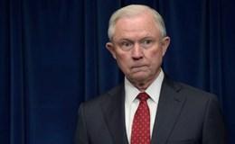 Bộ trưởng Tư pháp Mỹ dưới hai gọng kìm