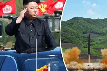 Máy bay chở 323 người suýt đụng tên lửa Triều Tiên