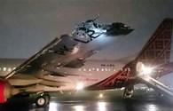 Máy bay đâm nhau rụng cánh trên đường băng