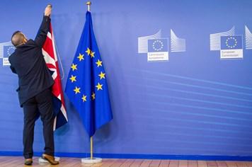 """Anh """"ngậm ngùi"""" trả tiền chục tỉ để dứt áo khỏi EU"""