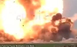Khoảnh khắc xe bom cảm tử của IS bị bắn hạ nổ tan tành