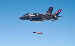 F-35 thử nghiệm thả bom dẫn đường laser trúng xe bán tải di động