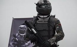 """Nga ra mắt bộ đồ chiến binh như trong phim """"Chiến tranh các vì sao"""""""