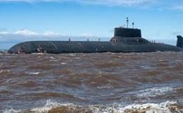 """Cận cảnh tàu ngầm hạt nhân """"khủng"""" nhất thế giới tiến vào biển Baltic"""