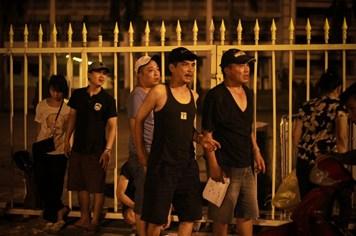 Video: Người hâm mộ thức trắng đêm chờ mua vé trận Man City & ĐT Việt Nam