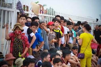 Cận cảnh ngày bán vé duy nhất trận giao hữu giữa Man City và ĐT Việt Nam