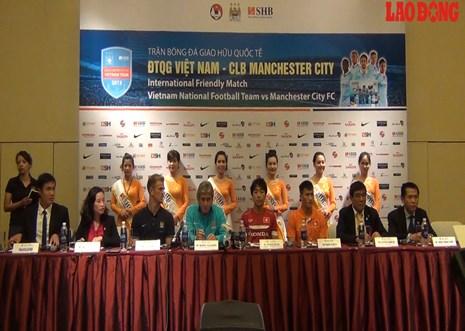 Chia sẻ thẳng thắn giữa Man City và ĐT Việt Nam trước giờ bóng lăn