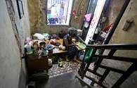 10 hộ dân chen chúc sống trong biệt thự cổ 90 năm tuổi chằng chịt vết nứt -Video