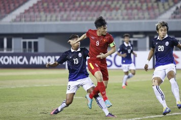Video: Chơi thiếu người nhưng Việt Nam vẫn thắng dễ Campuchia 2 - 1
