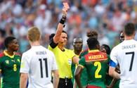 Hài hước với tình huống trọng tài đuổi nhầm cầu thủ trong trận Đức - Cameroon