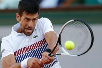 Djokovic chật vật đánh bại đối thủ vô danh Young ở tứ kết Aegon