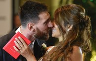 Video: Messi hôn vợ đắm đuối trong lễ cưới hoành tráng như tiệc Hollywood