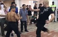 Võ sư Pierre tung đòn liên hoàn hạ knock-out võ sư Bảo Châu chỉ trong 4 phút