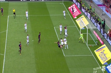 Lewandowski lập siêu phẩm giúp Bayern thắng Hoffenheim 1 - 0