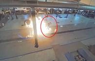 Người đàn ông thoát hiểm trong gang tấc khi máy lau nhà phát nổ