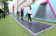 Công nghệ 360: Trải nghiệm mặt đường đi bộ thu năng lượng từ bước chân đầu tiên trên thế giới