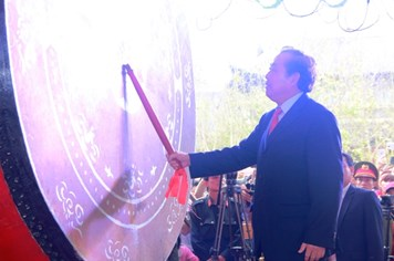 Phó Thủ tướng Trương Hòa Bình đánh trống khai hội chùa Bái Đính