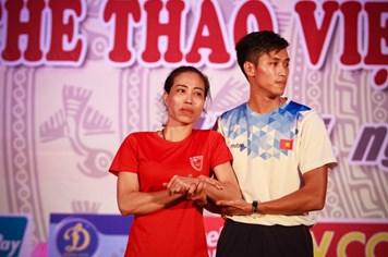 Cảm động sự xuất hiện của mẹ con Vũ Bích Hường tại lễ tổng kết SEA Games 28