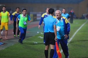 Hình ảnh xấu xí của ông thầy FLC Thanh Hóa từng vô địch Cúp C1
