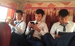 U20 Việt Nam được trả điện thoại, lướt face và đọc báo sau trận thua Pháp
