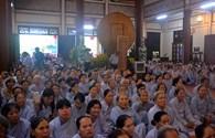 Đông đảo du khách thành kính dự lễ Phật Đản