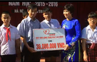 Quỹ Tấm Lòng Vàng trao quà cho trường Nguyễn Đình Chiểu