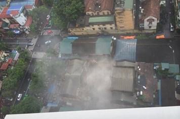 Cận cảnh ngôi nhà sập ở Trần Hưng Đạo nhìn từ trên cao - Video