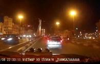 CLIP: Taxi tạt đầu ô tô trước khi đâm hàng loạt xe trên cầu vượt Thái Hà