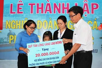 Ra mắt Nghiệp đoàn Nghề cá phường Vĩnh Phước (Khánh Hòa): Quỹ Tấm lòng vàng Lao Động hỗ trợ 50 triệu đồng cho ngư dân