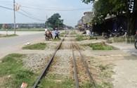 Nguy cơ TNGT đường sắt: Ngăn chặn bằng hàng rào hộ lan