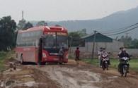 Thanh Hóa: Xe chở quặng băm nát đường