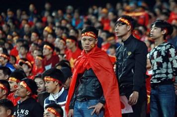 """""""Thất bại kép"""" của bóng đá Việt Nam"""