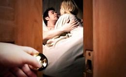 Chồng đi làm xa vội lao thẳng về nhà chứng kiến vợ ngoại tình