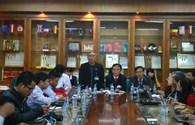 Vụ chất thải y tế độc hại lọt từ bệnh viện ra thị trường: Bệnh viện Bạch Mai nhận sai sót, hứa chấn chỉnh