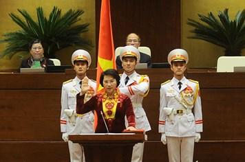 Tân Chủ tịch Quốc hội Nguyễn Thị Kim Ngân tuyên thệ như thế nào trước Quốc hội?