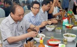 Hoan hô: Thủ tướng vào quán bình dân ăn phở, uống cà phê