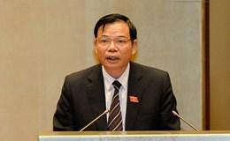 Bộ trưởng Bộ NNPTNT đang đăng đàn trả lời chất vấn của ĐBQH