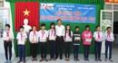 Vĩnh Long: Trao 10.000 quyển tập cho học sinh vượt khó học giỏi