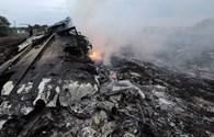 Clip: Máy bay Malaysia chở 298 người bị rơi gần biên giới Nga