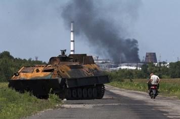 Quân đội Ukraina tiếp tục chiến sự trong khu vực máy bay MH17 rơi
