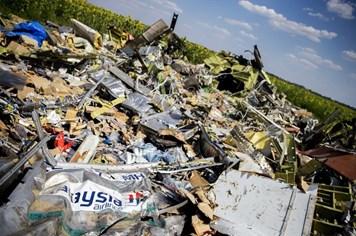 Phát hiện mới vụ MH17: Tìm thấy nạn nhân mang mặt nạ dưỡng khí