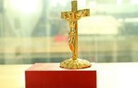 """Tượng Chúa Giê-su mạ vàng- quà """"độc"""" cho mùa Giáng sinh 2015"""